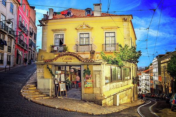 Carol Japp - The Many Colors of Lisbon Old Town