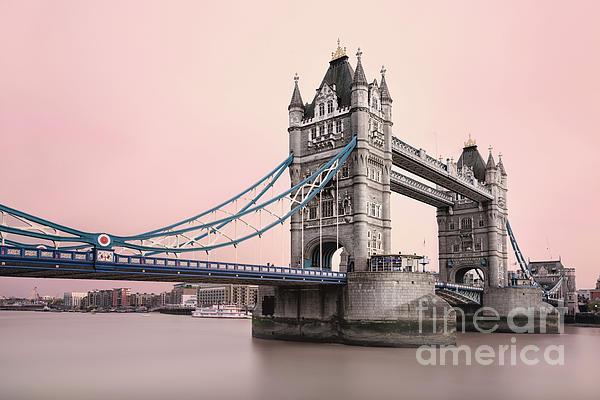 Sasha Samardzija - Tower bridge under red sky