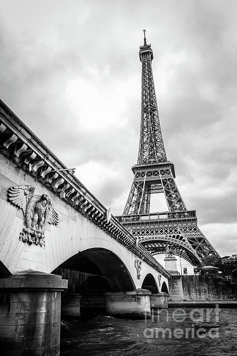 Liesl Walsh - View Of Eiffel Tower From Seine River Bridge, Bk Wt