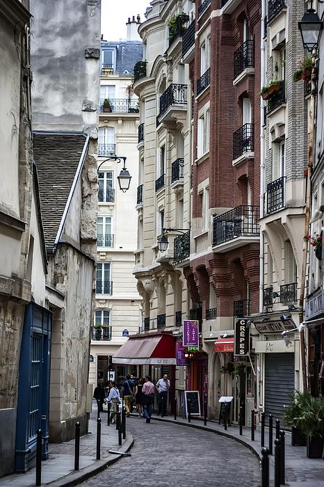 Georgia Fowler - Walking the Streets of Paris