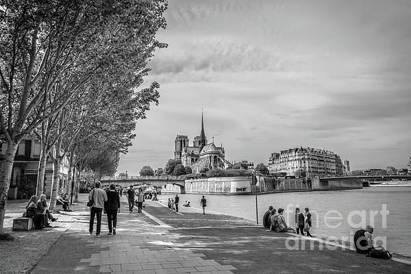 Liesl Walsh - Walking Towards Notre Dame in Paris, Blk Wt