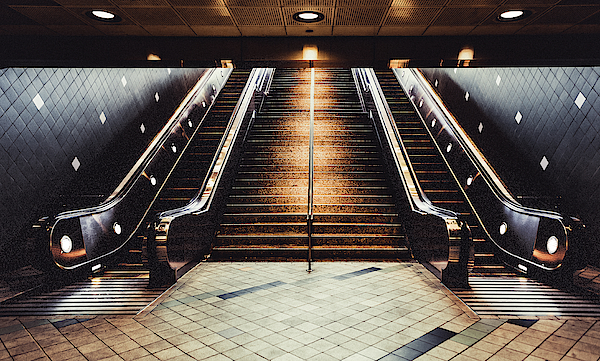 Maggie McCall - Hollywood Underground Station, USA