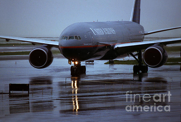 Boeing 777-222ER taxis in the Rain Carry-all Pouch