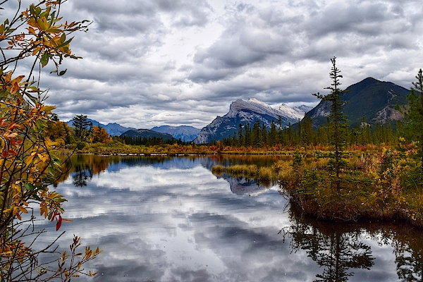 Dana Hardy - Cloudy Day at Vermilion Lakes