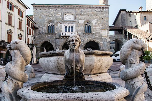 Guillermo Lizondo - Fontana del Contarini in Piazza Vecchia