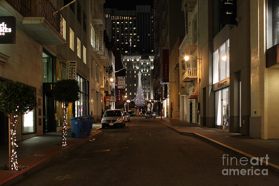 Cityscape Photograph - Christmas Eve 2009 On Maiden Lane In San Francisco by Wingsdomain Art and Photography