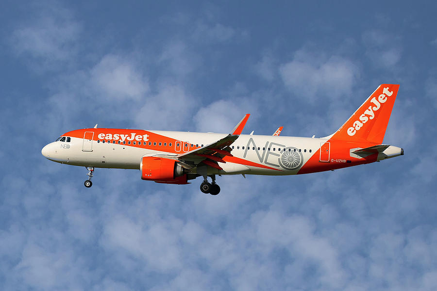 Easyjet Photograph - Easyjet Airbus A320-251n by Smart Aviation