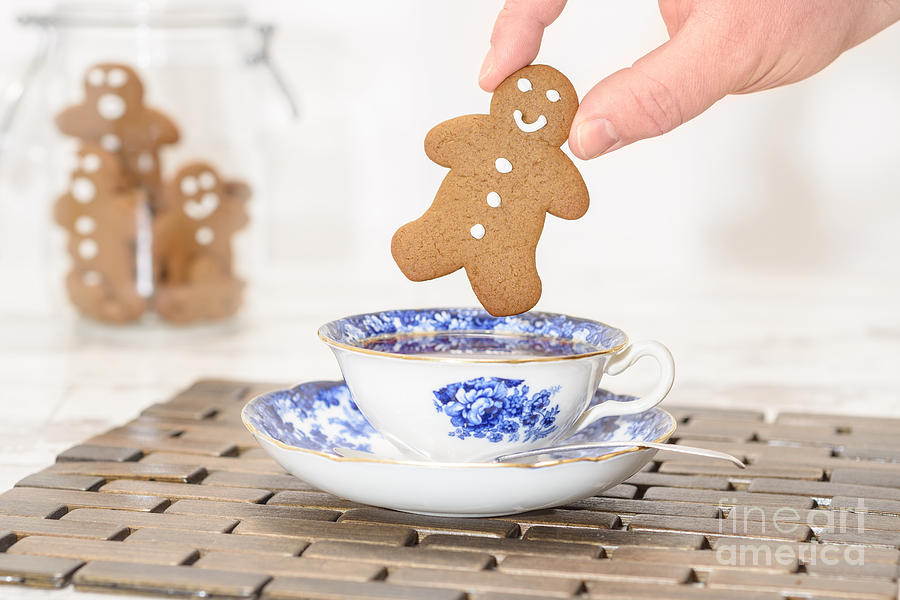Tea Photograph - Gingerbread In Teacup by Amanda Elwell