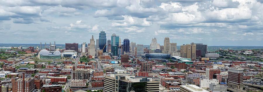 Kansas City Missouri Skyline by Alan Hutchins