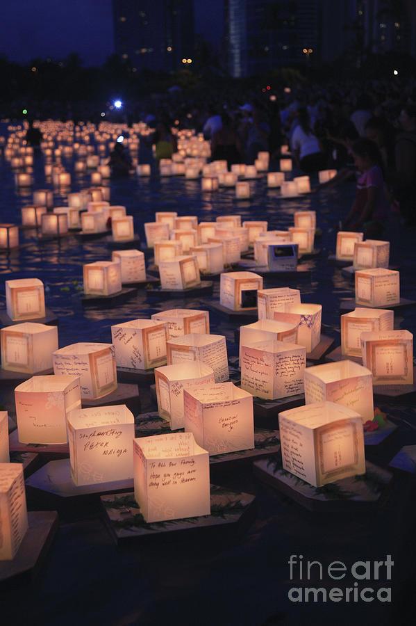 Ala Moana Photograph - Lantern Ceremony by Brandon Tabiolo - Printscapes
