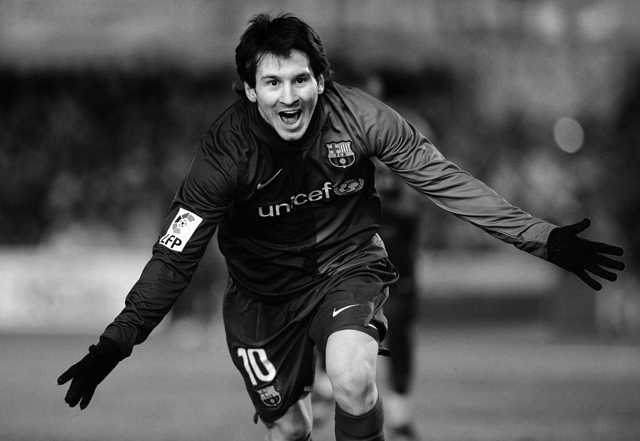 Horizontal Photograph - Lionel Messi 1 by Rafa Rivas