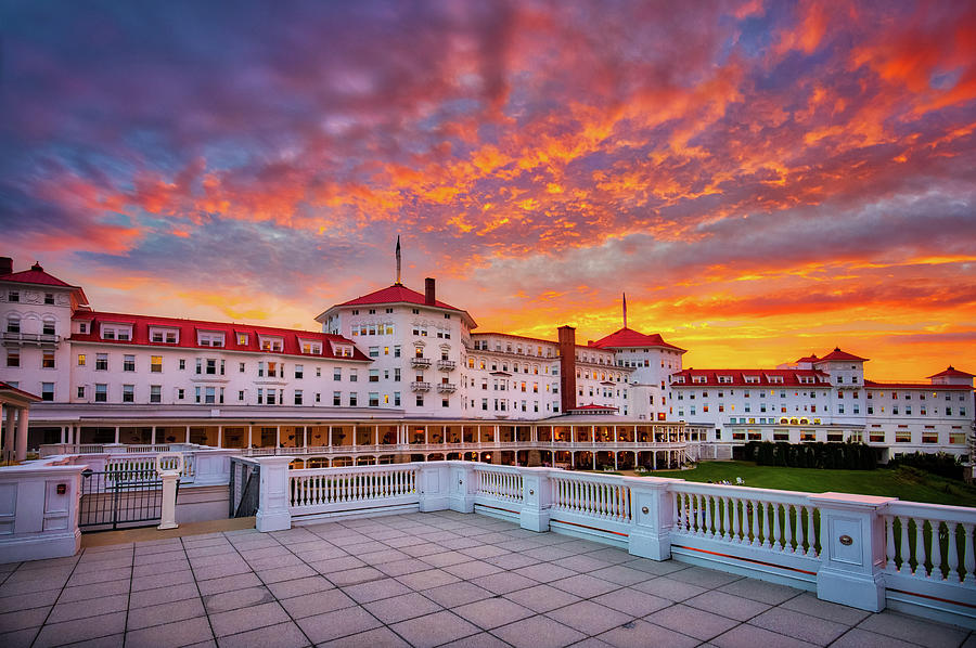 Mount Washington Hotel by Robert Clifford