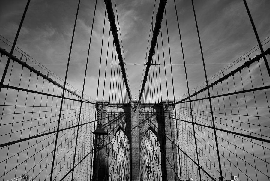 Black And White Photograph - New York City - Brooklyn Bridge by Thomas Richter