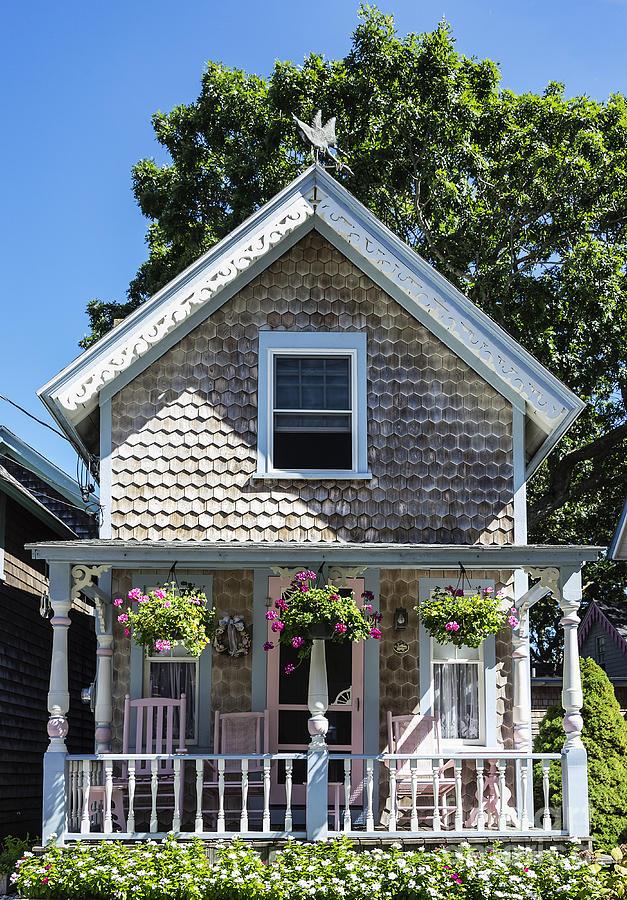 Martha's Vineyard Photograph - Oak Bluffs Cottage by John Greim
