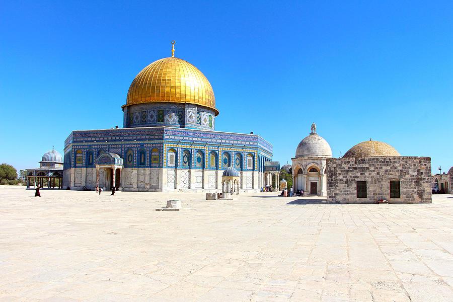 Jerusalem Photograph - Prayer House by Munir Alawi