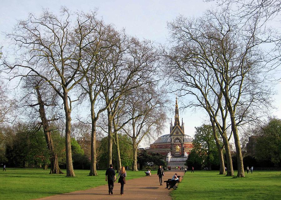 Hyde Park Photograph - Prince Albert Hall And Memorial by David L Griffin