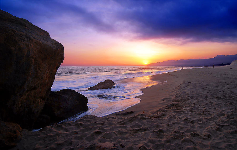 Sunset At Pt Dume Photograph By Ron Regalado