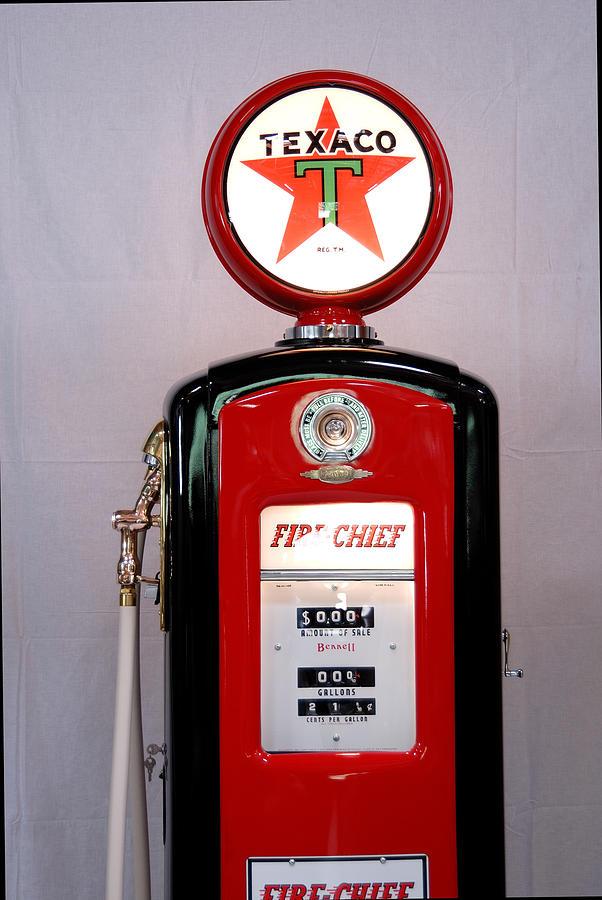 Antique Texaco Gas Pump Photograph - Texaco Gas Pump by David Campione