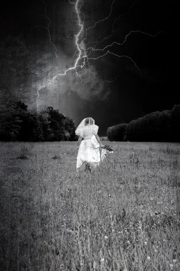 Female Photograph - The Bride by Joana Kruse