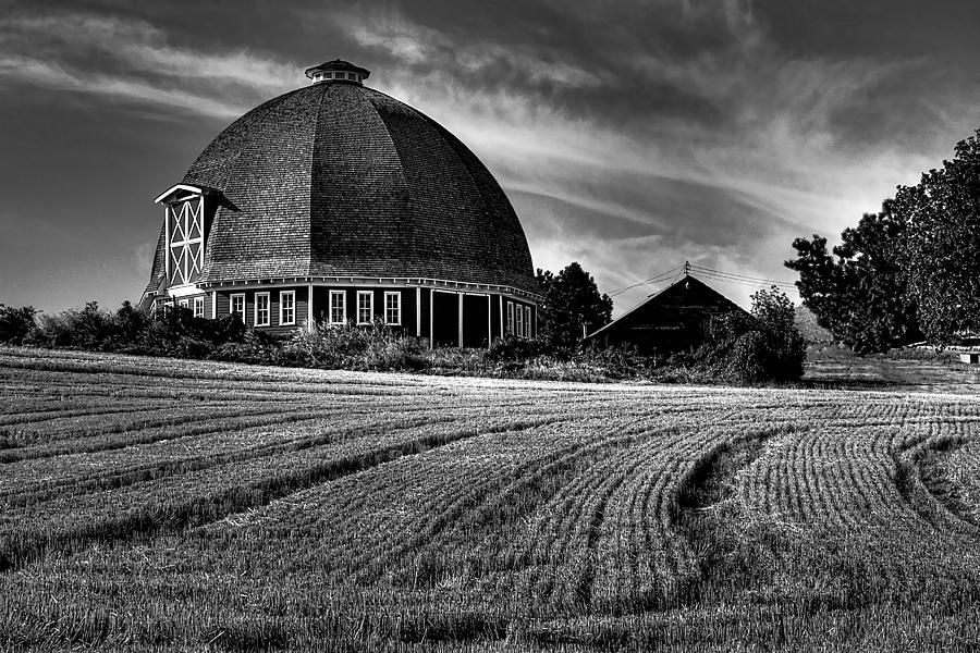Landscape Photograph - The Leonard Barn by David Patterson
