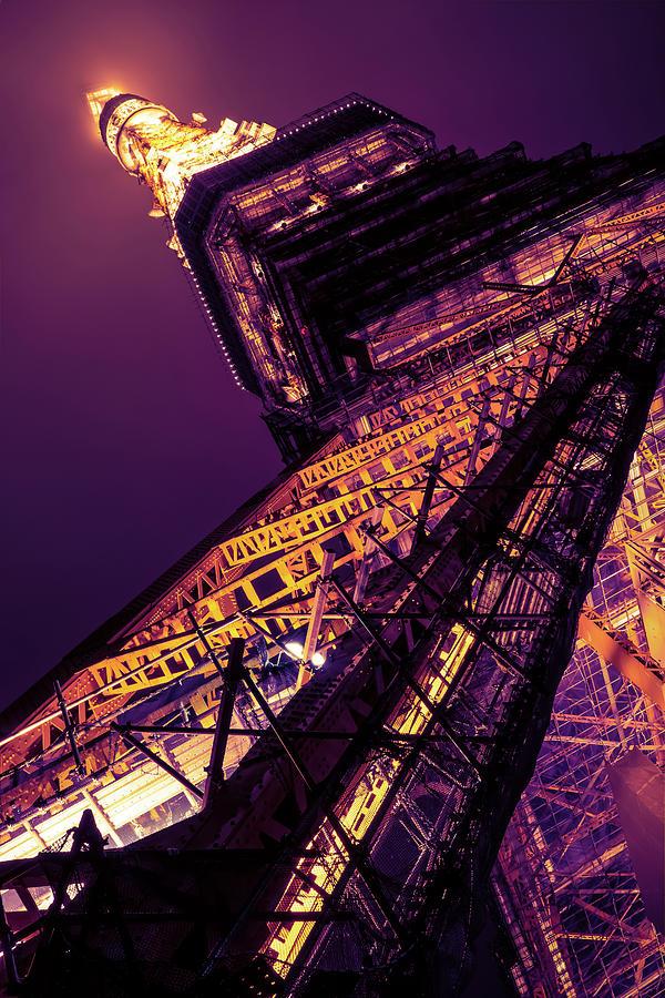 Tokyo Tower at night by Ponte Ryuurui