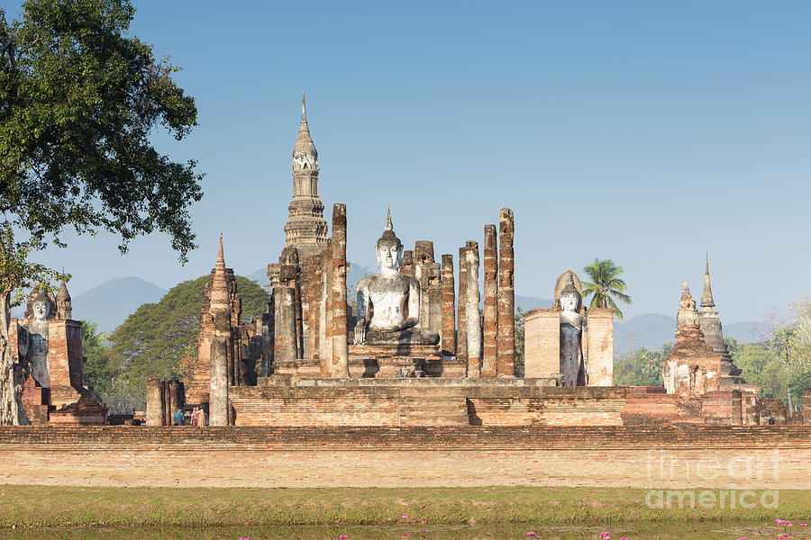 Asia Photograph - Wat Mahatat, Sukhothai Historical Park, Sukhothai, Thailand by Roberto Morgenthaler
