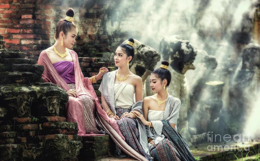 https://images.fineartamerica.com/images/artworkimages/mediumlarge/1/10-beautiful-thai-girl-in-thai-traditional-costume-sasin-tipchai.jpg