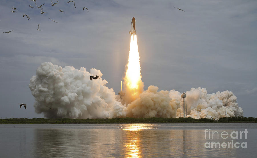 Atlantis Photograph - Space Shuttle Atlantis Lifts by Stocktrek Images