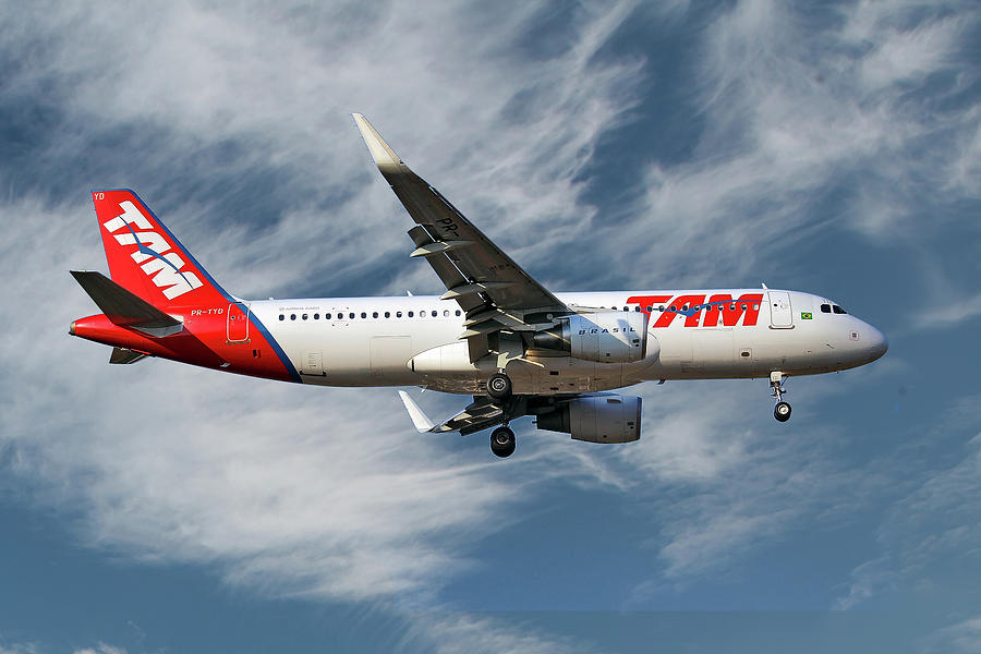 Airbus Photograph - Latam Brasil Airbus A320-214 by Smart Aviation