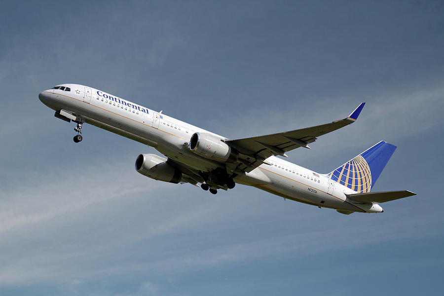 United Airlines Photograph - United Airlines Boeing 757-224 by Smart Aviation