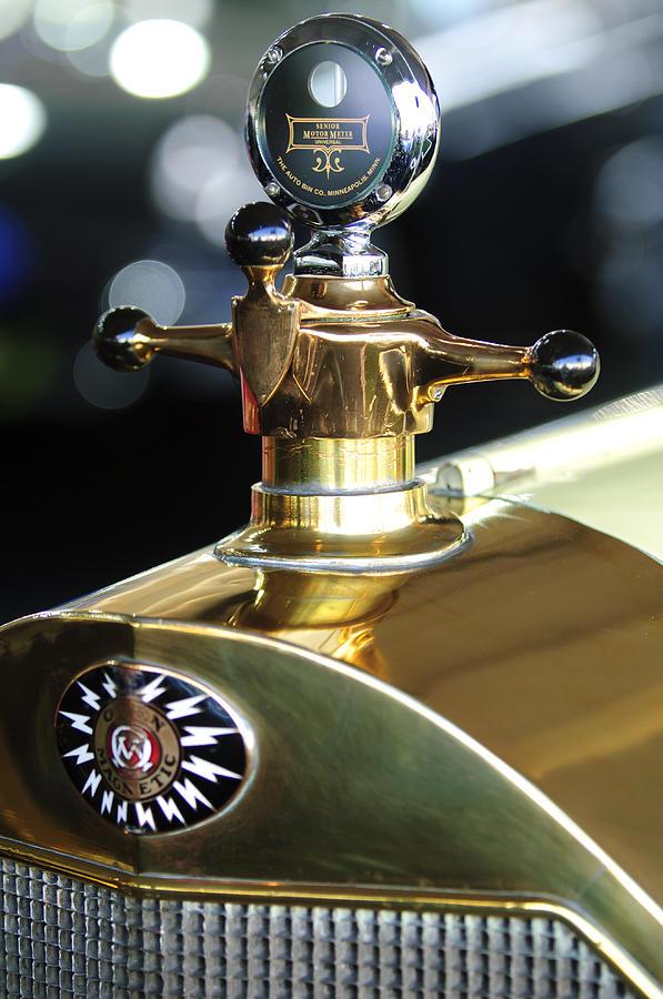Boyce Motometer Photograph - 1917 Owen Magnetic M-25 Hood Ornament by Jill Reger