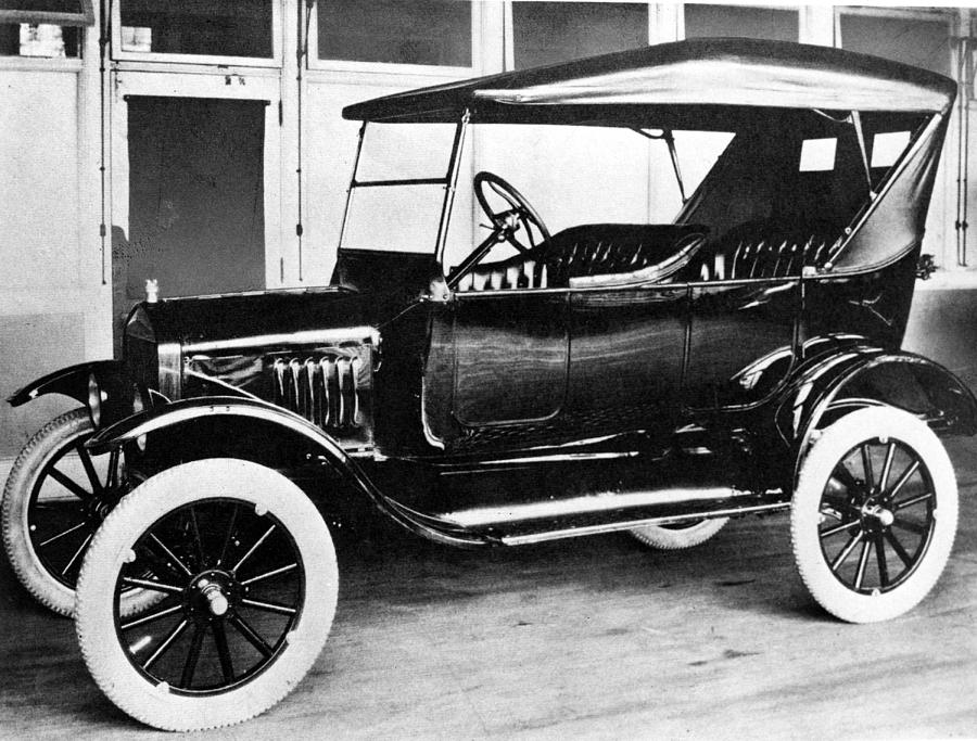 1920s Photograph - 1923 Model T Ford by Everett