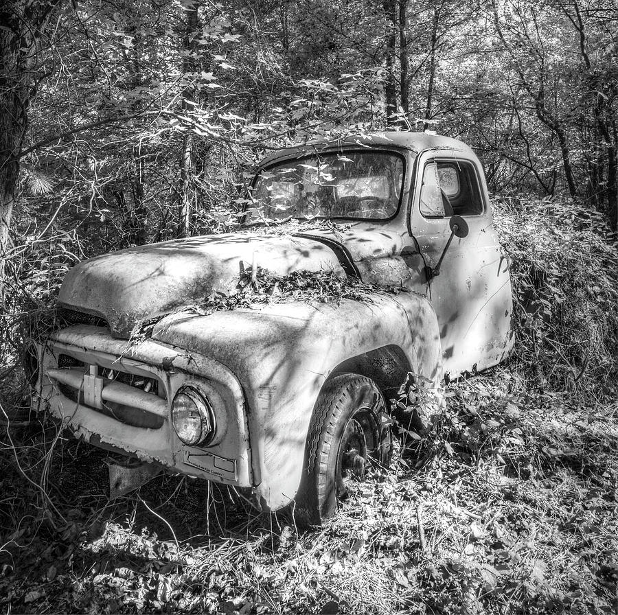 1950s international pickup truck in black and white