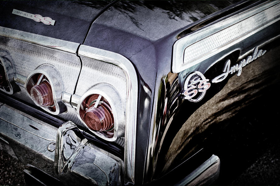 Classic Cars Photograph - 1962 Chevrolet Impala Ss Taillight Emblem -058ac by Jill Reger