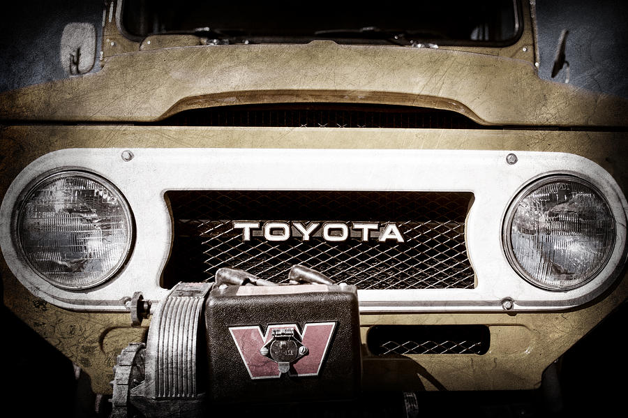 Toyota Pictures Photograph - 1978 Toyota Land Cruiser Fj40 Grille Emblem -0558ac by Jill Reger