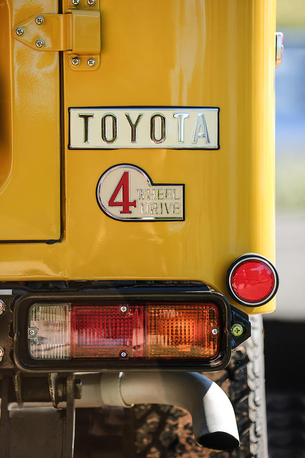 Toyota Pictures Photograph - 1978 Toyota Land Cruiser Fj40 Taillight Emblem -1191c by Jill Reger