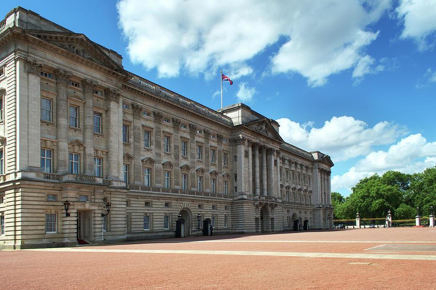 Buckingham Photograph - Buckingham Palace by Chris Day