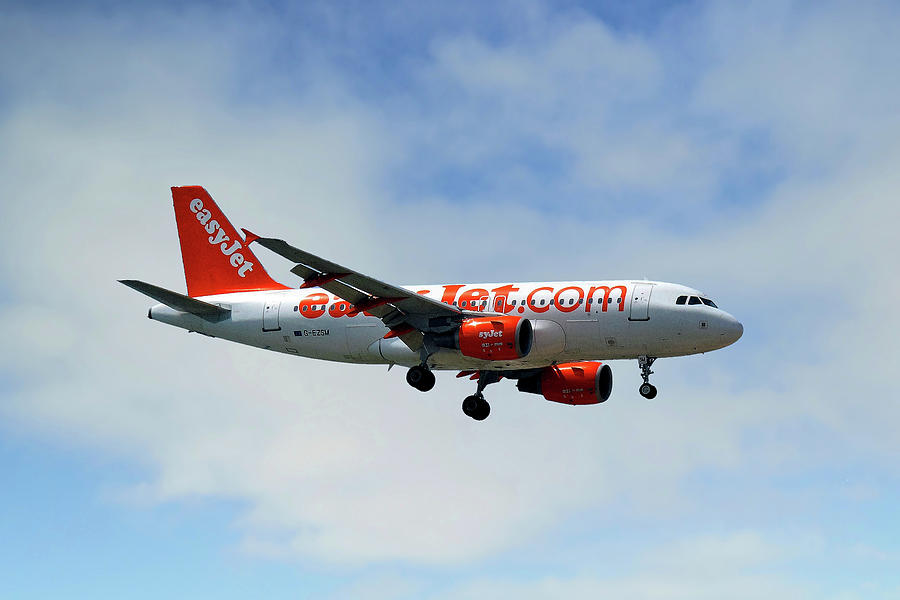Easyjet Photograph - Easyjet Airbus A319-111 by Smart Aviation