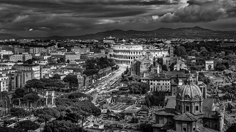 Il Colosseo by Sonny Marcyan