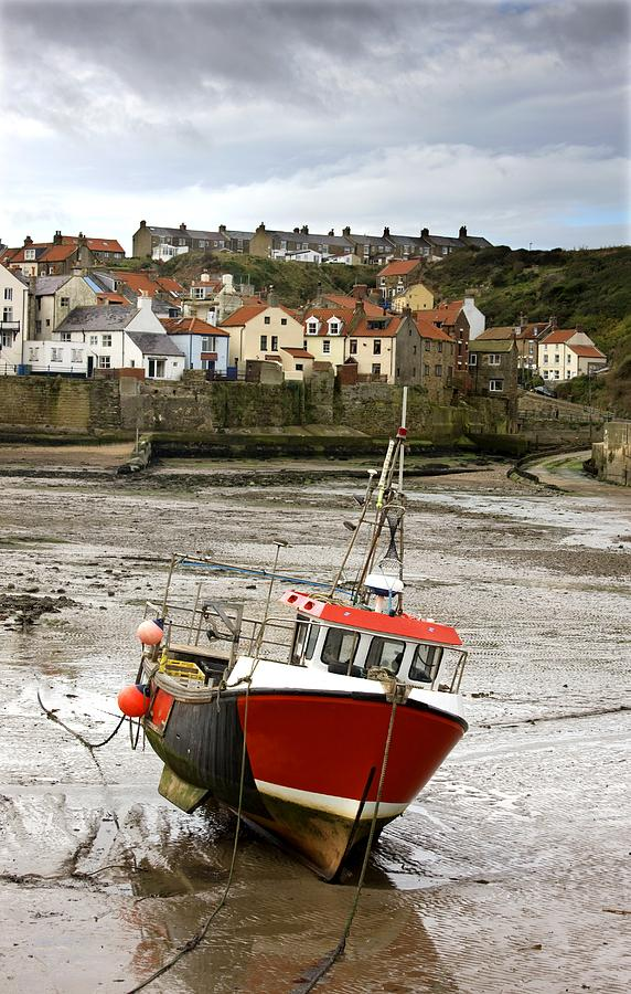 Abodes Photograph - Staithes, North Yorkshire, England by John Short