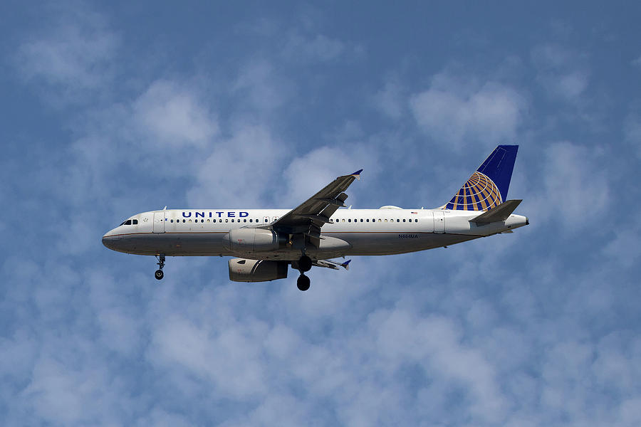 United Airlines Photograph - United Airlines Airbus A320-232 by Smart Aviation