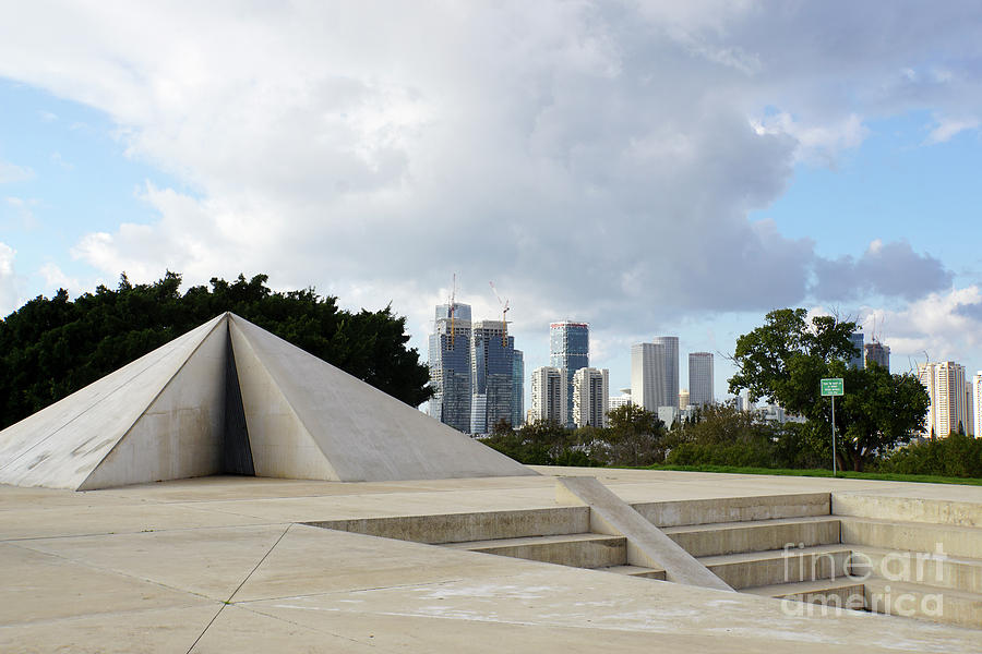 Israel Photograph - White City Statue, Tel Aviv, Israel by Vladi Alon