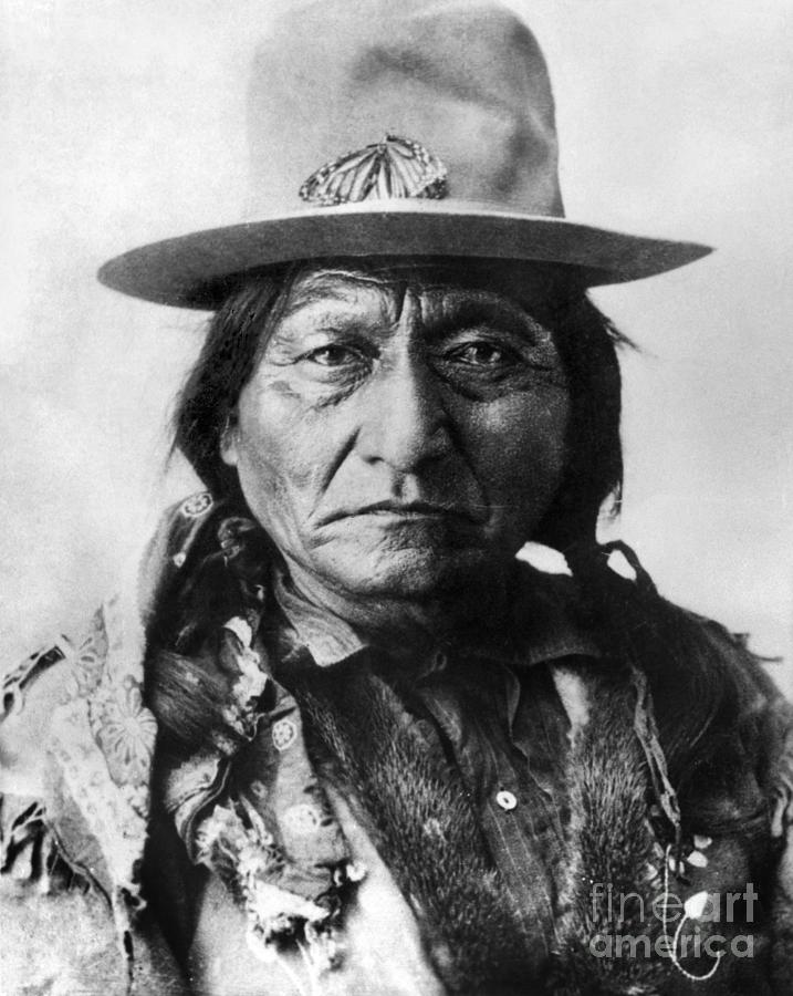 19th Century Photograph - Sitting Bull (1834-1890) by Granger 59fe757167d7