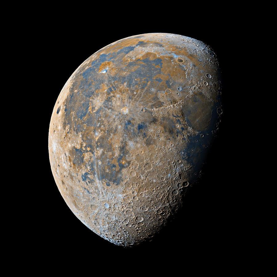 Moon Photograph - Waning Gibbous Moon / Day 20 by Bartosz Wojczynski