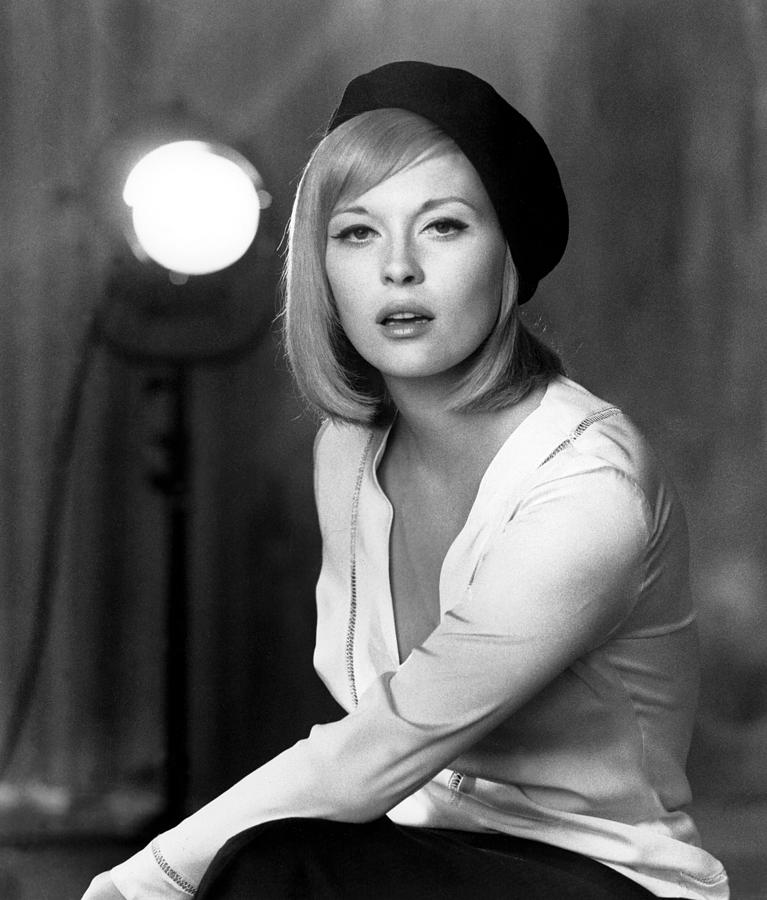 Beret Photograph - Bonnie And Clyde, Faye Dunaway, 1967 by Everett