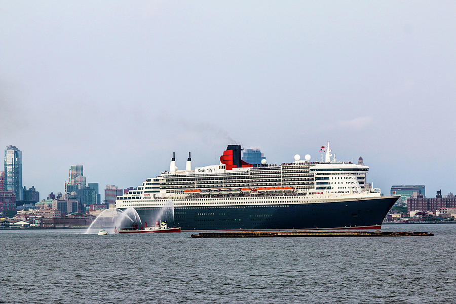 Queen Mary 2 Photograph by William Rogers