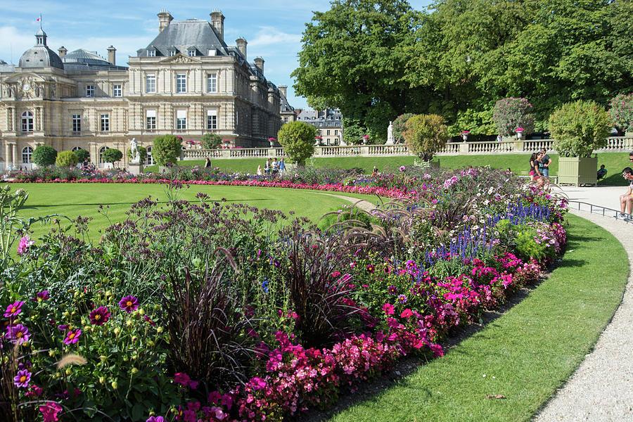 Montparnasse Gardens In Paris Digital Art