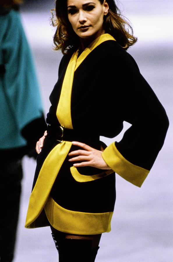 Versace Fall 1991 Rtw Show 5 Photograph by Guy Marineau