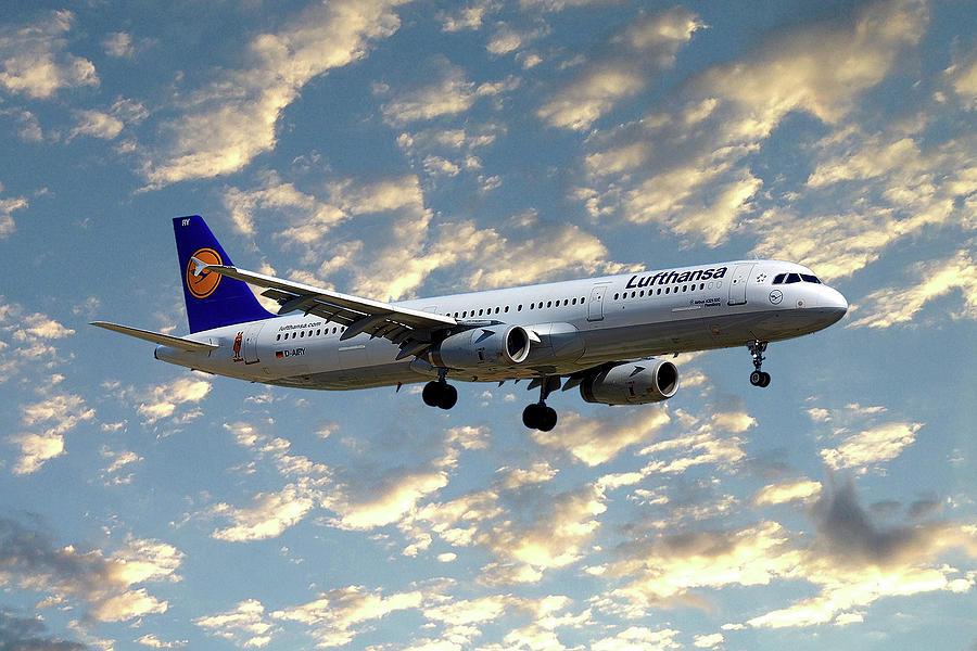 Lufthansa Airbus A321 Photograph - Lufthansa Airbus A321-131 by Smart Aviation