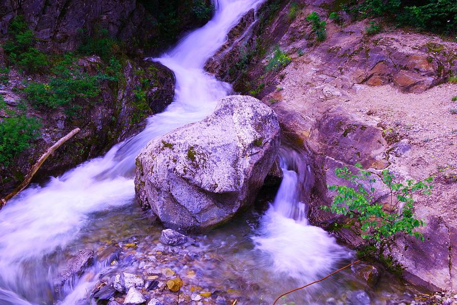 Rivers Photograph - A Boulder Splitting The Rocks by Jeff Swan